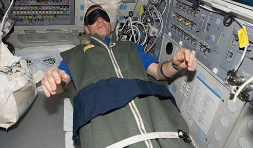 NASA tuyển tình nguyện viên chỉ cần nằm trên giường có ngay 430 triệu