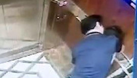Đối tượng dâm ô bé gái trong thang máy đã bỏ về Đà Nẵng