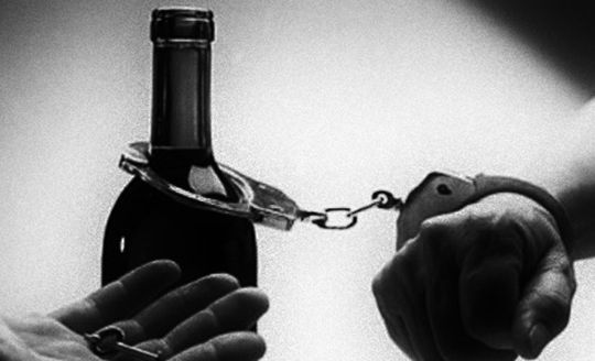 9X nghiện rượu, truy sát dì ruột