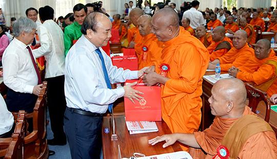 Tổ chức các hoạt động Phật giáo tuân thủ pháp luật và Hiến chương của Giáo hội