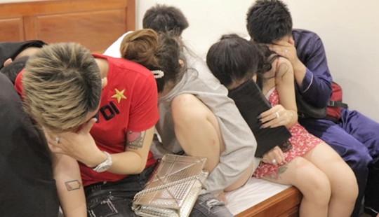 Hàng chục thanh niên nam nữ phê ma túy trong nhà nghỉ