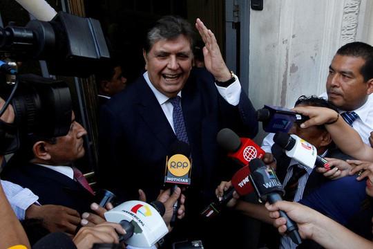 Chuyển động thế giới ngày 18/4: Cựu tổng thống Peru tự sát khi bị cảnh sát đến nhà bắt