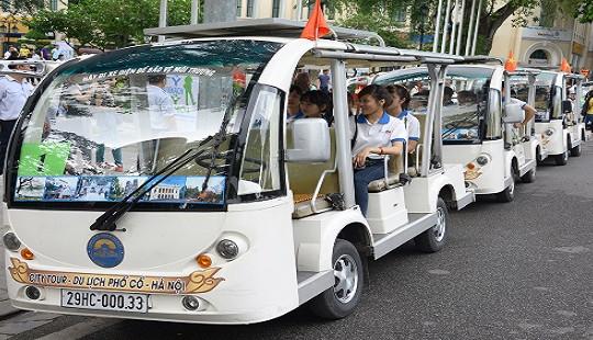 Vi vu phố cổ Hà Nội bằng xe điện thân thiện với môi trường