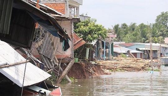 Cần Thơ: Sạt lở bờ sông Ô Môn, hàng loạt căn nhà bị ảnh hưởng