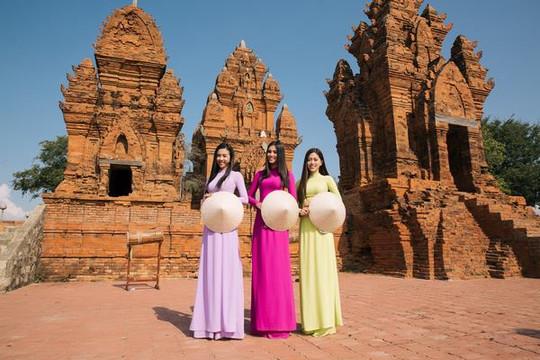 Tiểu Vy, Phương Nga, Thúy An đọ sắc giữa nắng gió Ninh Thuận