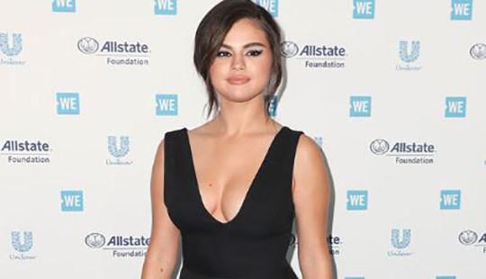 Selena Gomez trở lại thảm đỏ sau trầm cảm
