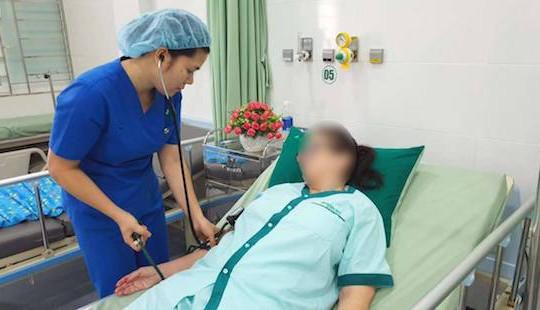 Tự uống 30 viên thuốc Paracetamol, nữ du khách bị suy gan nặng