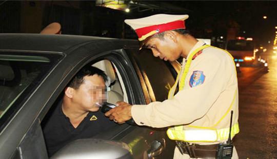 Đề xuất tước bằng lái xe đối với người điều khiển xe ôtô vi phạm nồng độ cồn