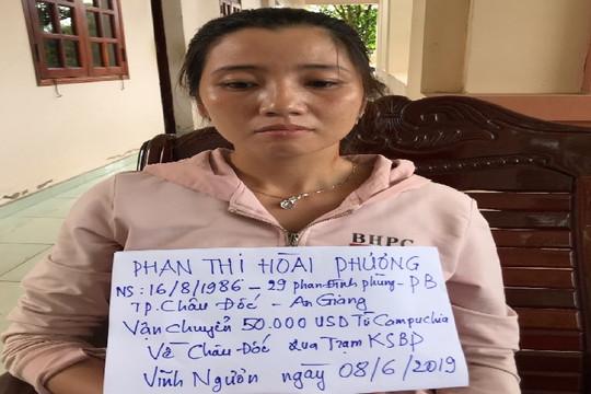 Tạm giữ đối tượng mang 50.000 USD từ Campuchia về Việt Nam