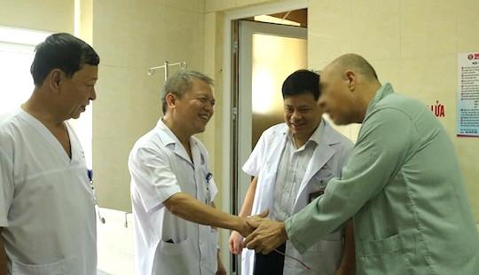 Du khách Mỹ nguy hiểm tính mạng vì sỏi niệu quản được bác sĩ Việt cứu sống