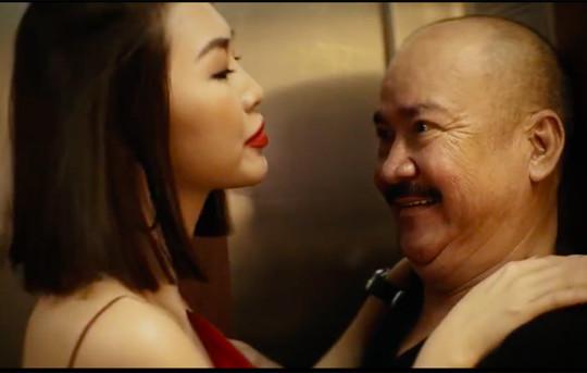 """Phim 200K: Tường Linh run khi chủ động """"bị"""" sàm sỡ trong thang máy"""