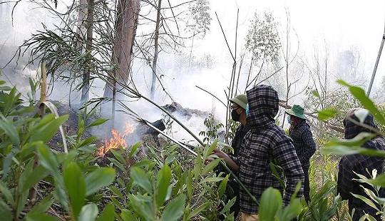 Mang nước cho lực lượng cứu hỏa, người phụ nữ ngạt khói tử vong