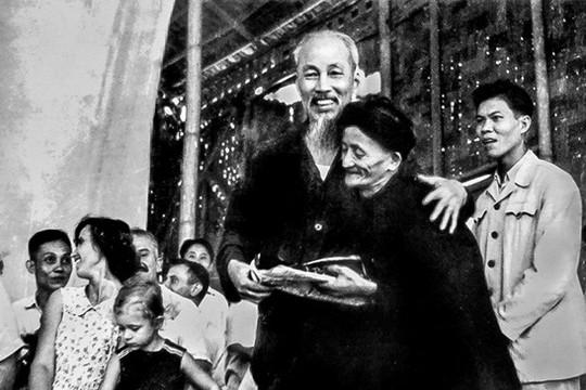 Phong cách Hồ Chí Minh về tôn trọng nhân dân