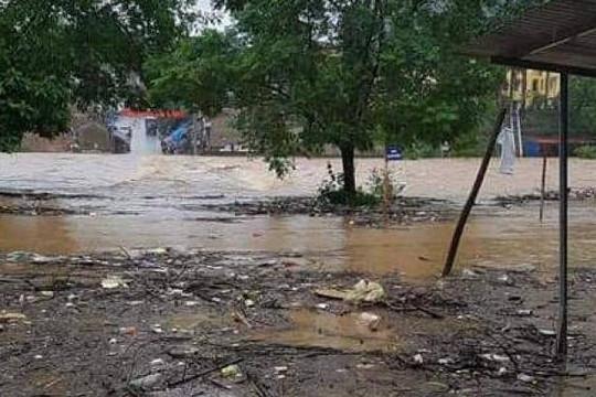 Lạng Sơn: Nhiều điểm bị chia cắt cục bộ sau bão số 3
