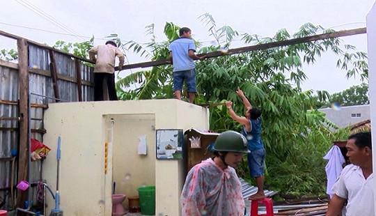 120 căn nhà tại Hậu Giang bị lốc xoáy làm hư hại