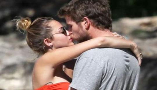 Miley Cyrus và Liam Hemsworth ly hôn sau 8 tháng chung sống
