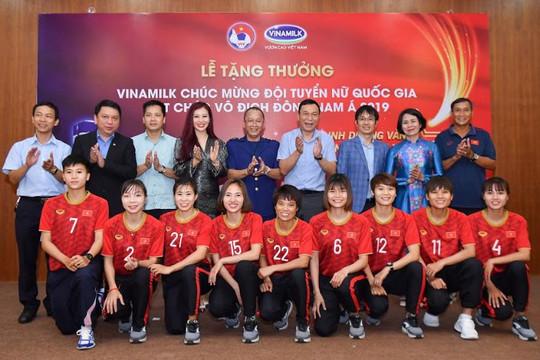 Vinamilk trao thưởng chúc mừng đội tuyển bóng đá nữ Quốc gia vô địch Đông Nam Á 2019