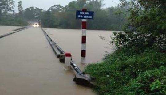 Quảng Bình: Huyện Minh Hóa bị ngập nặng, nhiều nơi bị cô lập