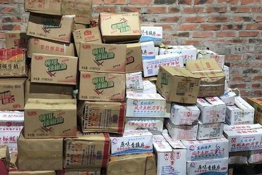 Quảng Ninh liên tiếp phát hiện các sản phẩm bánh kẹo trôi nổi