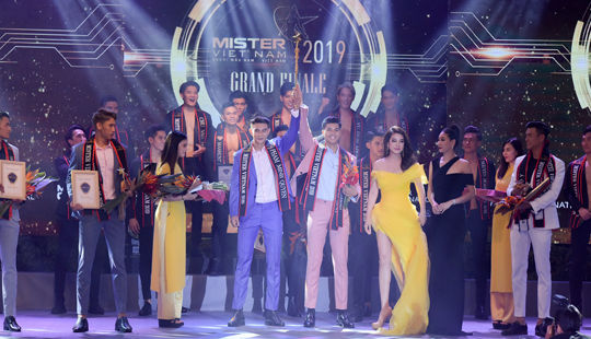 Mister Việt Nam 2019 bất ngờ vinh danh 2 Quán quân