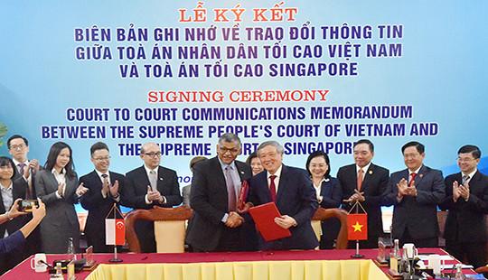 Ký biên bản ghi nhớ về trao đổi thông tin giữa Tòa án tối cao hai nước Việt Nam - Singapore
