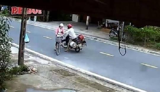 Xác định danh tính người đàn ông chặn xe sàm sỡ bé gái