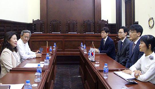 Phó Chánh án TANDTC Nguyễn Thúy Hiền tiếp xã giao Thẩm phán Hàn Quốc