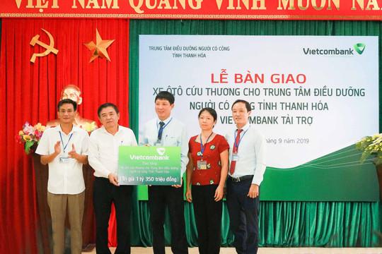 Vietcombank tặng xe ô tô cứu thương cho Trung tâm Điều dưỡng người có công tỉnh Thanh Hóa