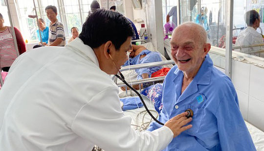 90 phút gay cấn cứu cụ ông người Bỉ bị nhồi máu cơ tim cấp