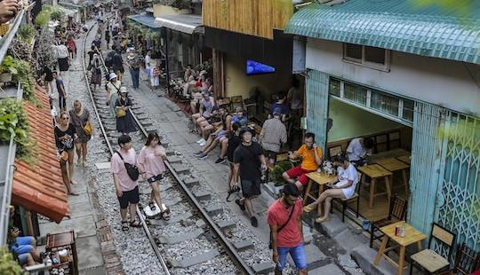 """Bộ Giao thông đề nghị """"khai tử"""" cà phê đường tàu ở Hà Nội"""