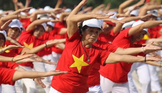 Hơn 1.000 người cao tuổi ở Hà Nội đồng diễn thể dục dưỡng sinh