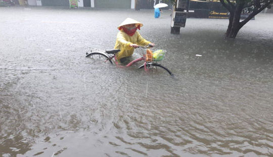 Nghệ An - Hà Tĩnh: Nhiều trường thông báo nghỉ học vì mưa lớn kéo dài