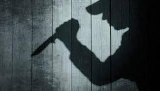 Mâu thuẫn ghen tuông, chồng dùng dao chém vợ rồi tự tử