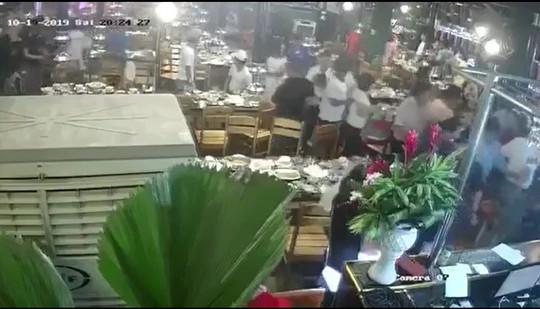 Truy tìm nhóm côn đồ mang gậy sắt xông vào nhà hàng