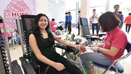 Top 20 Hoa hậu Miss World Vietnam tham gia hiến máu nhân đạo