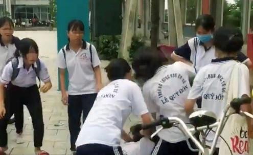 Bình Dương: Yêu cầu hội phụ huynh tư vấn, động viên nữ sinh bị đánh hội đồng