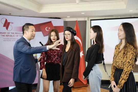 NTK Đỗ Trịnh Hoài Nam chuẩn bị cho BST áo dài họa tiết Thổ Nhĩ Kỳ