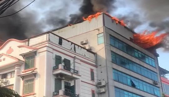 Cháy lớn tại chung cư mini, người dân hoảng loạn tháo chạy
