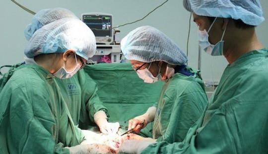 Cứu sống thai nhi 34 tuần tuổi trong bụng người mẹ bị tai nạn giao thông nguy kịch
