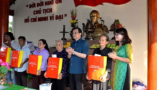 Ủy viên BCH TW Đảng, Phó Chánh án TANDTC Lê Hồng Quang dự Ngày hội Đại đoàn kết tại Tiền Giang