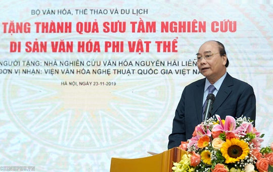 Thủ tướng dự Lễ hiến tặng thành quả sưu tầm, nghiên cứu Di sản văn hóa phi vật thể