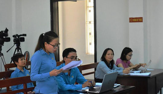 Khởi kiện DN nợ BHXH: Biện pháp hữu hiệu bảo vệ quyền lợi người lao động