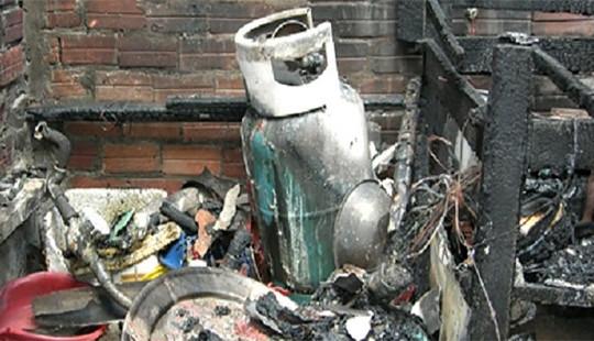 Hỏa hoạn thiêu rụi một cửa hàng gas ở Hà Nội