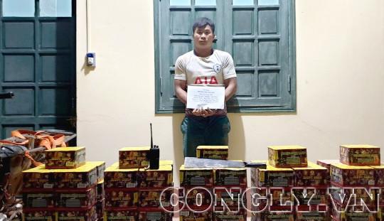 """Đi xe chế """"cõng"""" 235kg pháo từ Lào vào Việt Nam"""