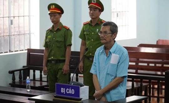 """Y án 5 năm tù thầy giáo dạy nhạc """"nựng"""" 3 nữ sinh tiểu học"""