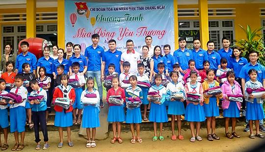 Chi đoàn TAND tỉnh Quảng Ngãi đồng hành cùng học sinh vùng cao