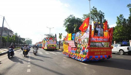 Gia Lai: Rực rỡ lễ hội đường phố và diễu hành xe hoa kỷ niệm 90 năm thành lập đô thị Pleiku