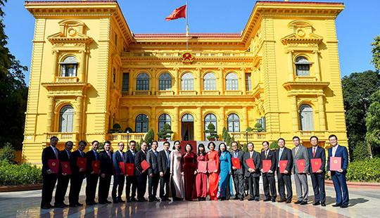 Trao Quyết định của Chủ tịch nước cho 16 tân Đại sứ nhiệm kỳ 2019-2022
