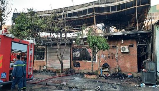 Nhà hàng bốc cháy dữ dội, 4 người thiệt mạng