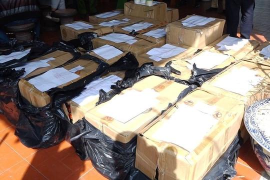 Hai bố con tàng trữ hơn 900kg pháo trong nhà